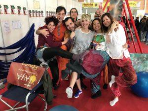 Insegnante riconosciuto di yoga in amaca alla nuova fiera di roma