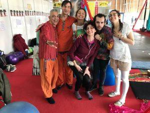 Insegnante riconosciuto di yoga in amaca u operatore olistico